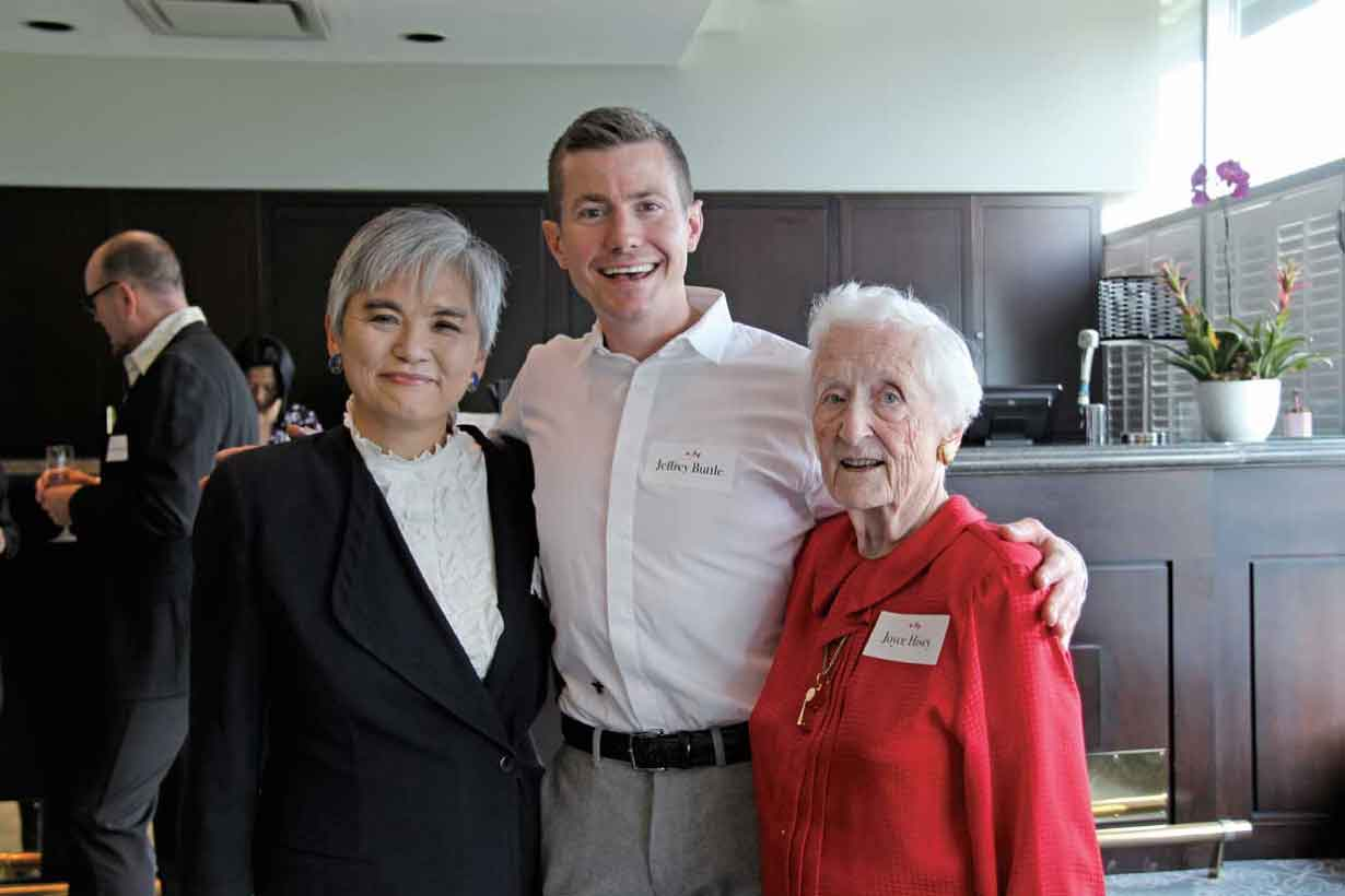 Consul-General Takako Ito (left), Jeffrey Buttle, a bronze medalist at the 2006 Torino Olympics (centre), and Joyce Hisey, an Honorary Member of the International Skating Union (right)